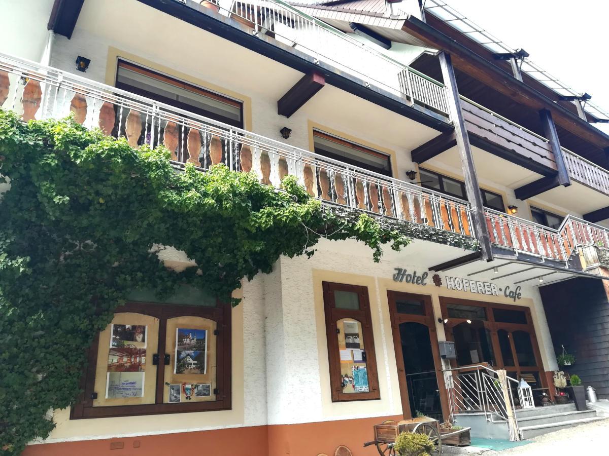 Eingang zur Langzeitmiete im Hotel Hoferer