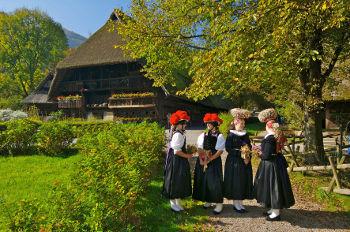 Vogtsbauernhof_Bollenhut_Schaeppel_Foto-Schwarzwälder-Freilichtmuseum-Vogtsbauernhof_hotel-hoferer.jpg